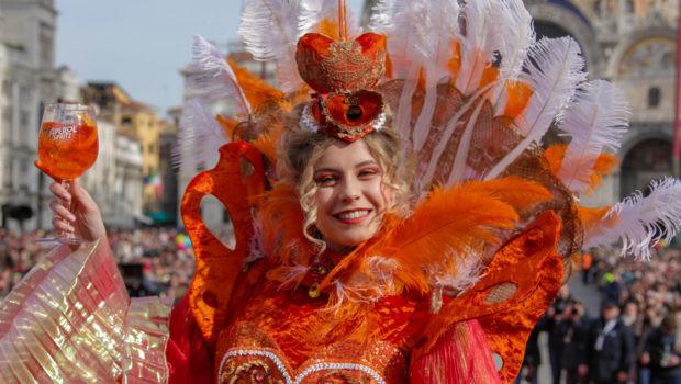 Foto do anjo do carnaval de Veneza em 2020