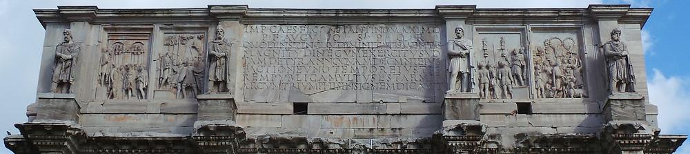 parte superior do arco de constantino em roma
