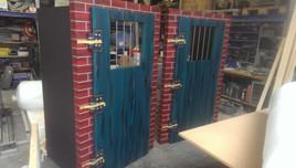 Gefängnis Türen für Theater.jpg