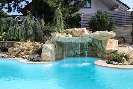 Pool Wasserfall aus Faserbeton Kunstfelsen.jpg