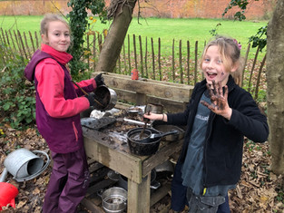 Y5 Forest School: Knives and Treehouses