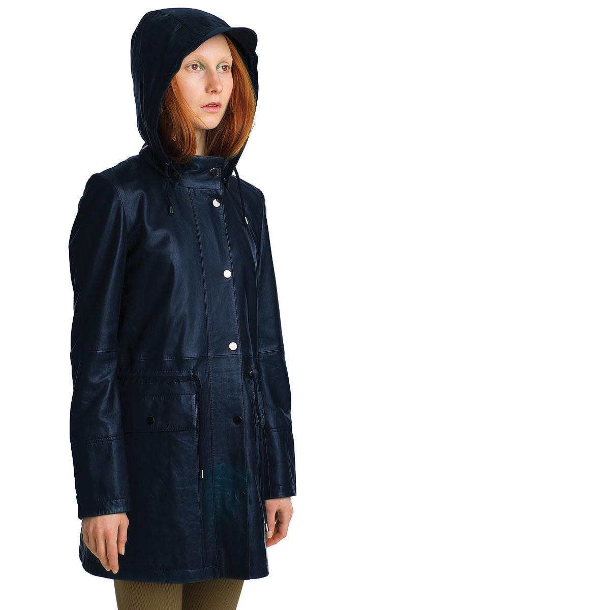 Lumi has produced it in three colors: black, navy blue, and khaki.