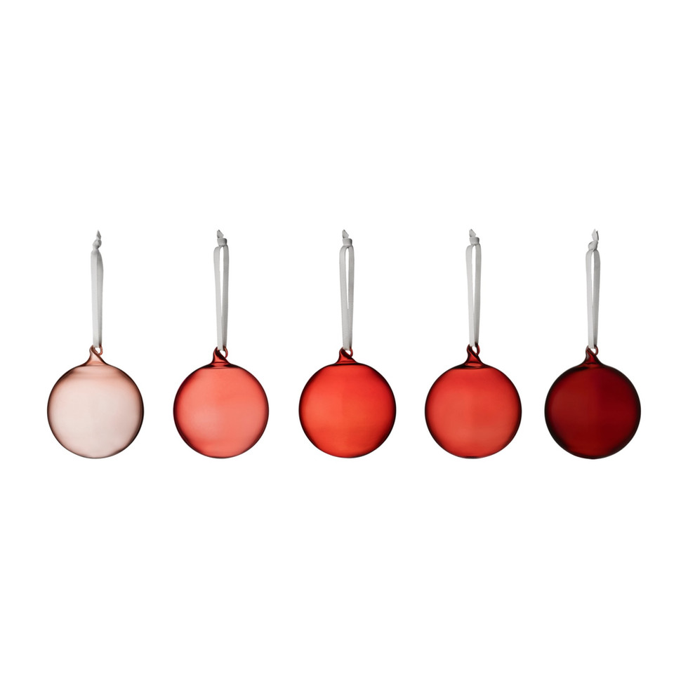 The starting point was the iconic Iittala's red, turned into its lighter and darker tone declination. The colors are in contrast with each other to create a dynamic combination.