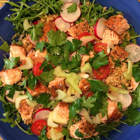 """""""Super Salad"""" mit Flammlachs"""