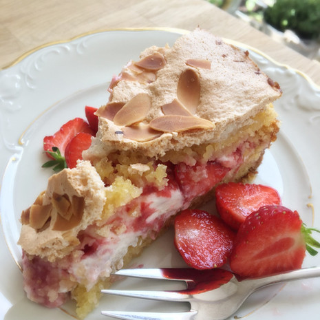 Meringues and Bisquits Cake with Berries