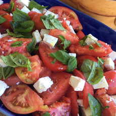 Bio Feta mit Berner Rose Tomaten und firischer Basilikum