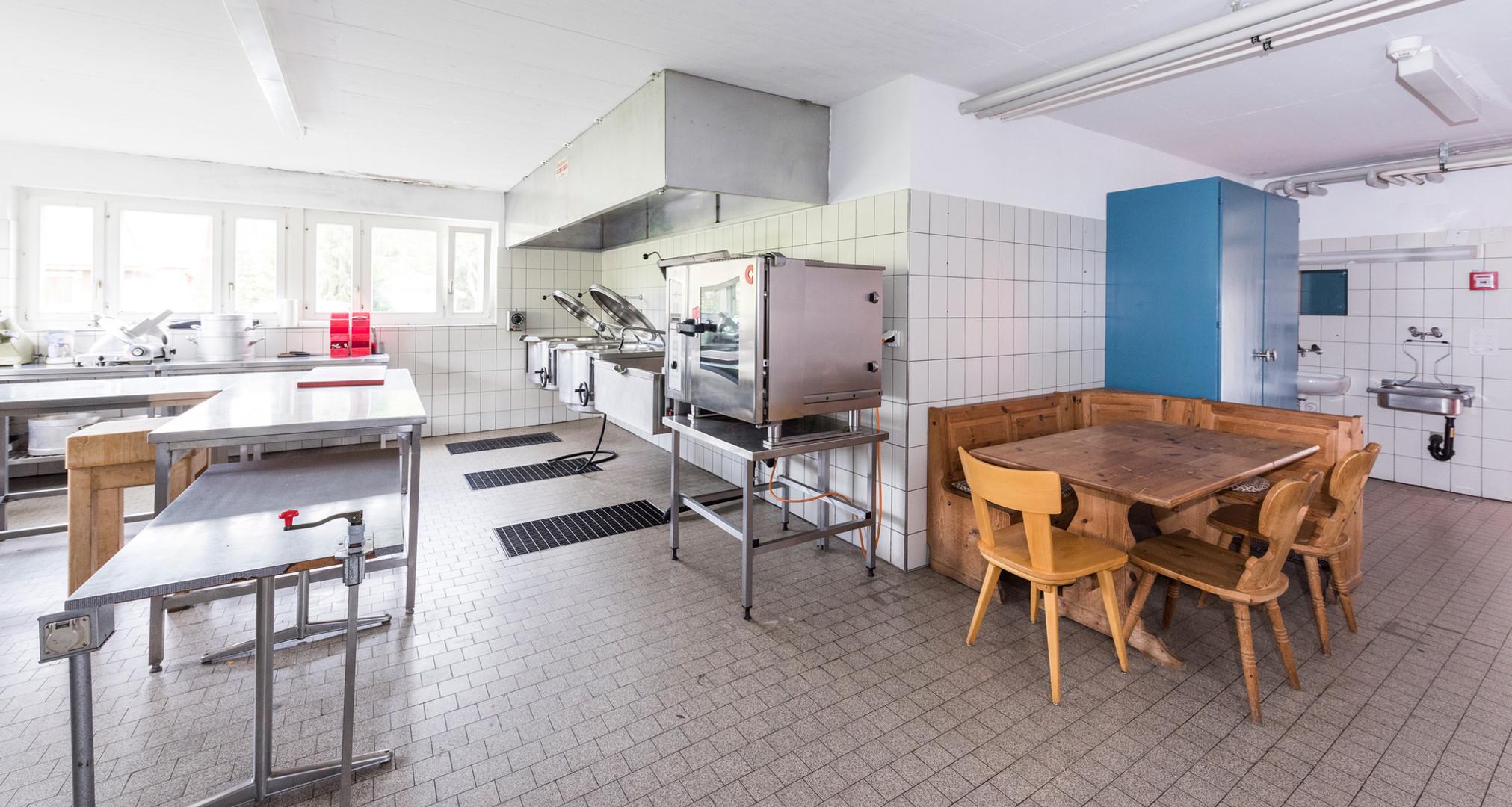 Professionell ausgestattete Küche im Lagerhaus in Luzern