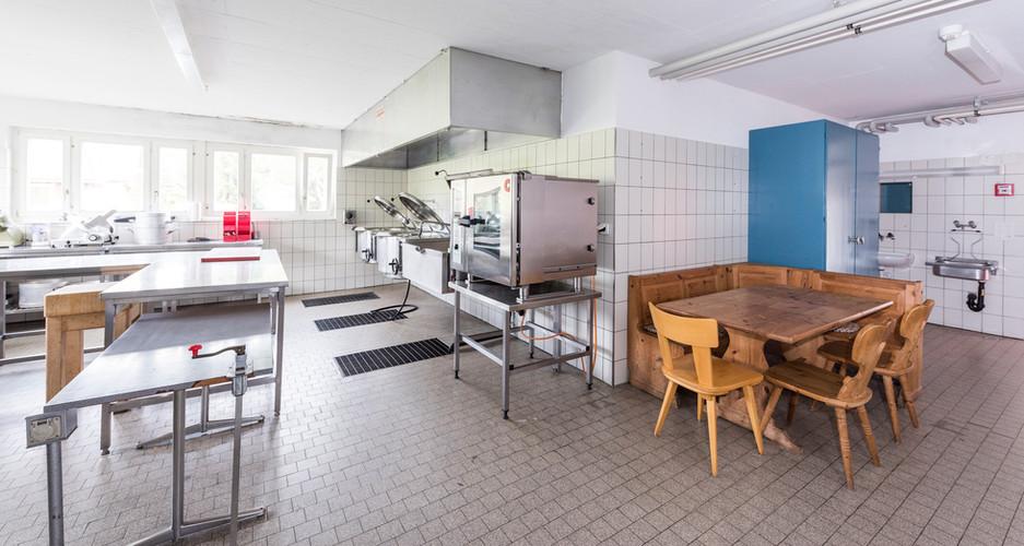 Professionell ausgestattete Küche