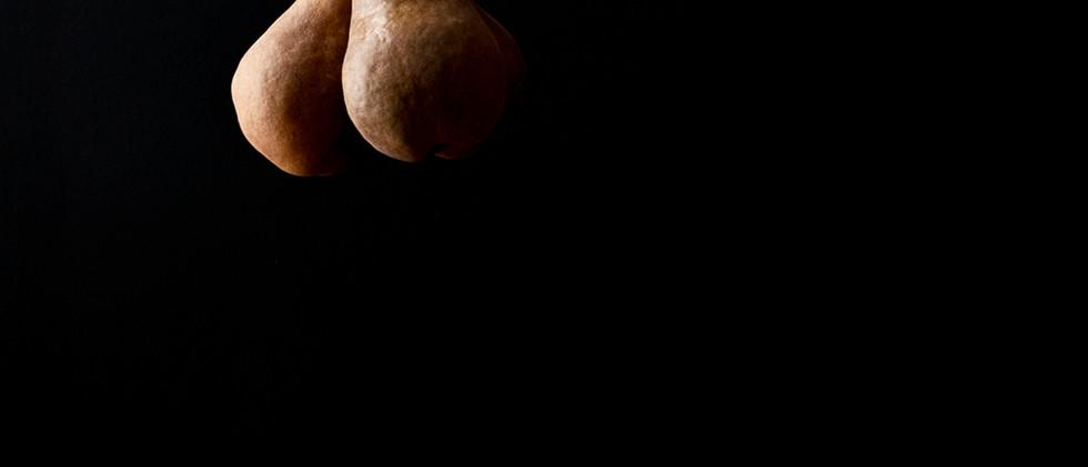 Photograph of Pear, Lemon from the series Bodegón (Still Life)
