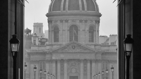 Open arch to Paris