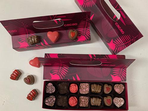 קופסת 14 פרלינים - דוגמת אגוז קקאו בצבע ורוד