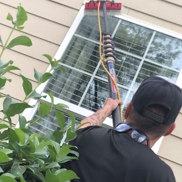 pure water window cleaning by professional savannah window cleaning company