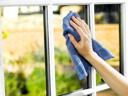 7 Steps: How To Clean Windows Like A Professional