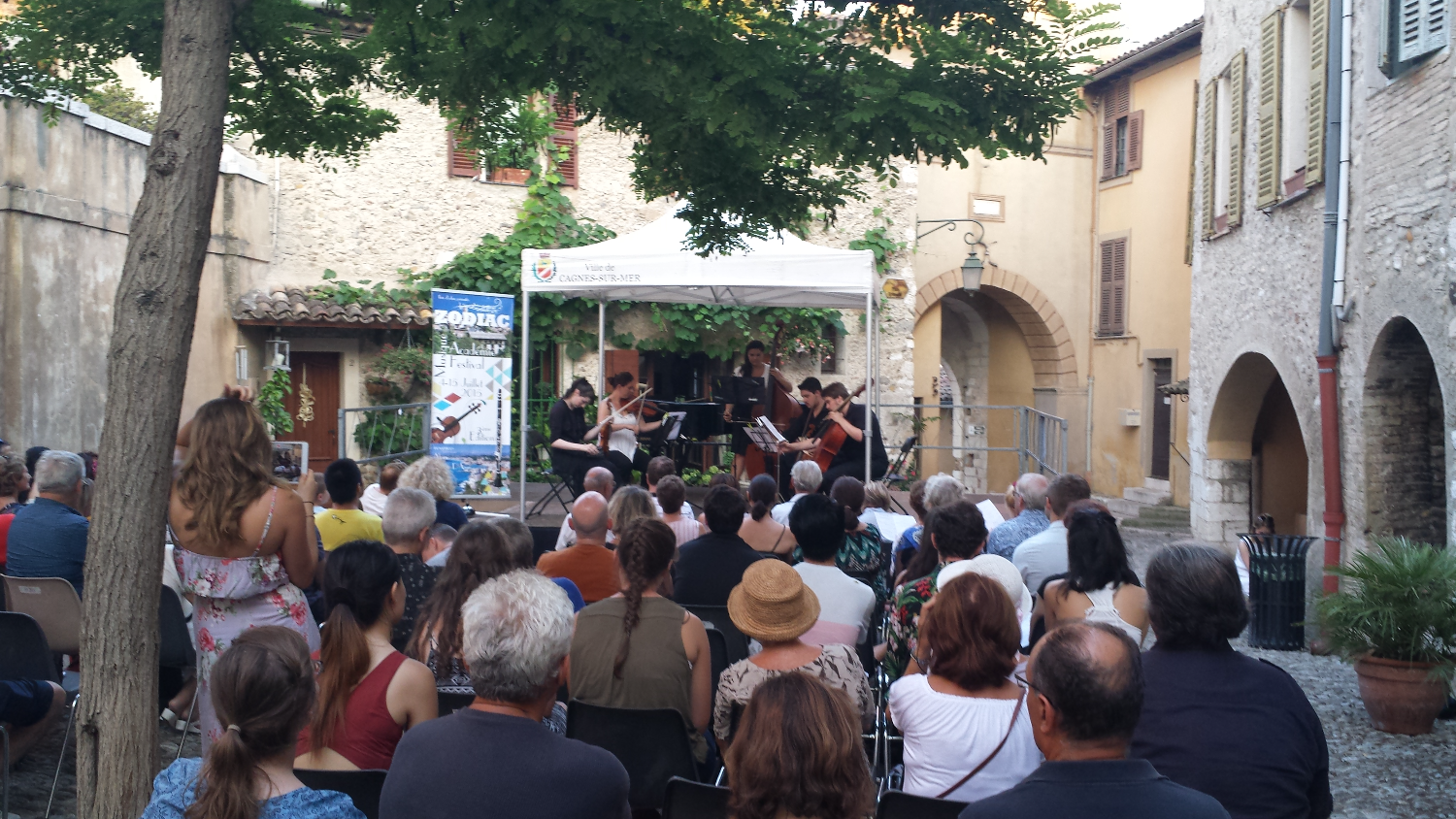 Students perform in Cagnes sur Mer