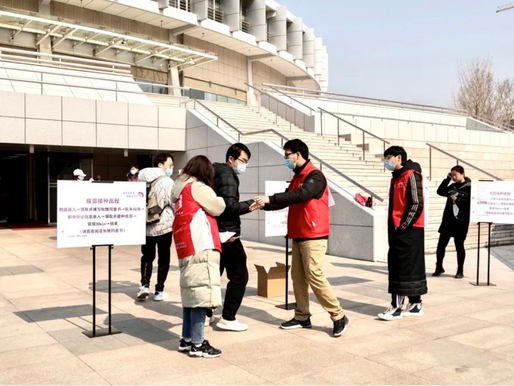 Tsinghua journalism school volunteers pitch in as university immunizes 20,000 in one day