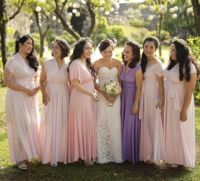 #squadgoals 😍 thank you to the beautiful _judfort for sending us this photo! Her blushing bridesmai