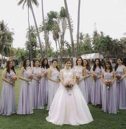 Thank you ms. Ayla for sending us this lovely group pic!! ❄️😍 (bridesmaids wearing Love, C infinity