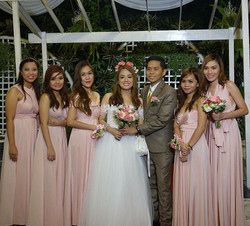 The lovely couple together with the beautiful bridesmaids wearing Love C infinity gowns in blush ❤️