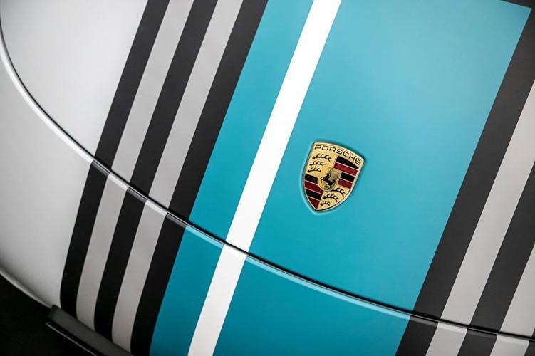 Auto Finesse   Identity Wraps bespoke designed printed wrap on Porsche 911
