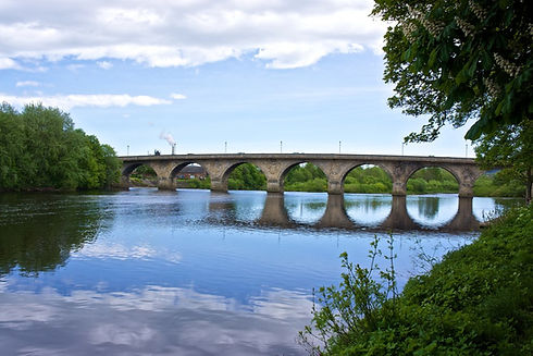 Hexham Bridge (Geograph).jpg