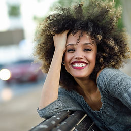 Красивая девушка с афро