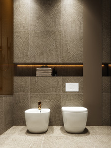 Interiér kúpeľne v zlatom prevedení (zdroj:. home-designing.com)