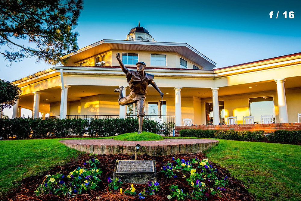 Life-size statue of Payne Stewart at the Pinehurst Country Club, Pinehurst, North Carolina.