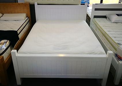 מיטה דגם אדם