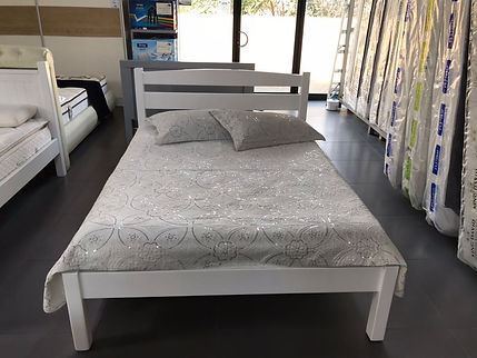 חדר שינה מעץ מלא