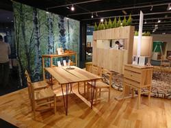 旭川デザインセンターにある白樺の机