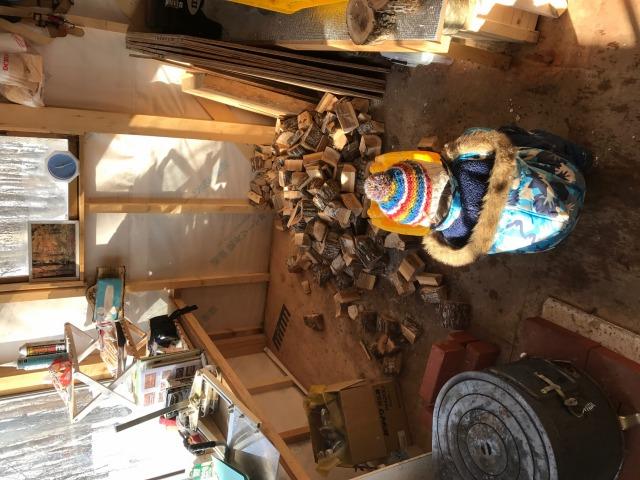 小屋の薪壁