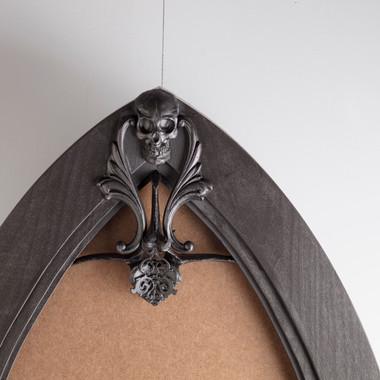 Frame detail: arch