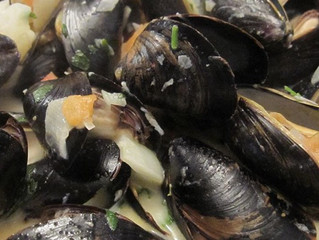 Steamed Mussels with Fennel, Tomatoes, Sambuca (Optional) and Cream