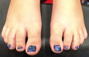Galaxy toes that are out of this world