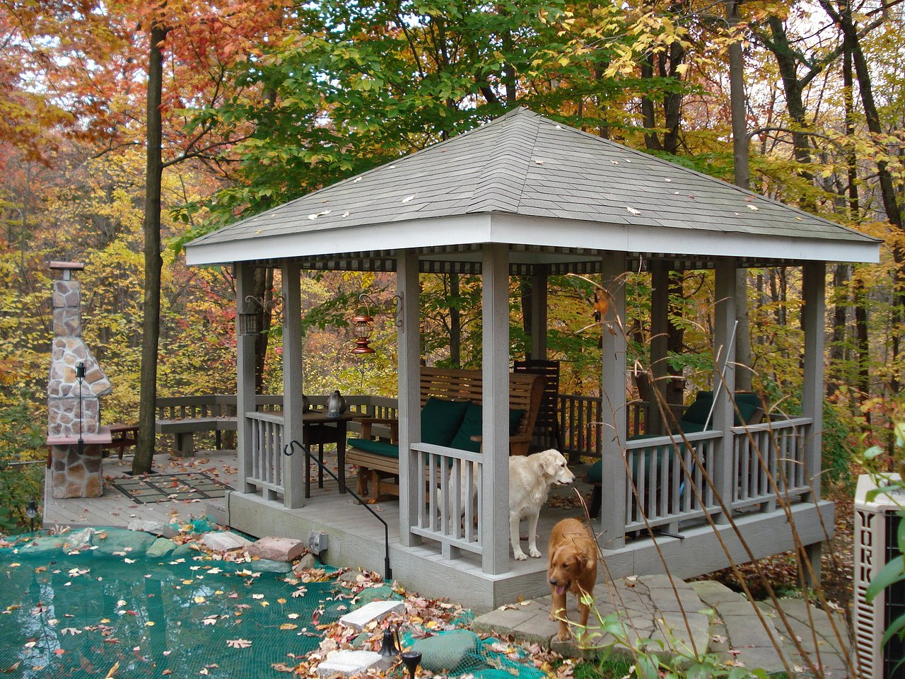 gazebo+with+composite+deck+and+railing2.jpg