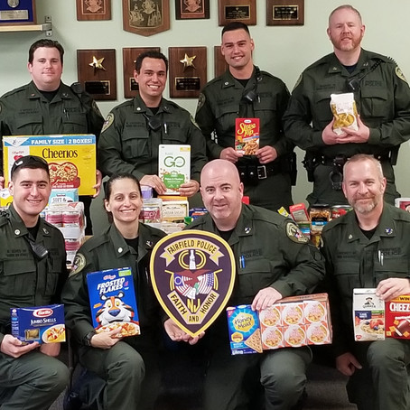 Fairfield Police Assist in Food Pantry Collection
