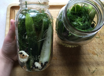 Super simple homemade pickles