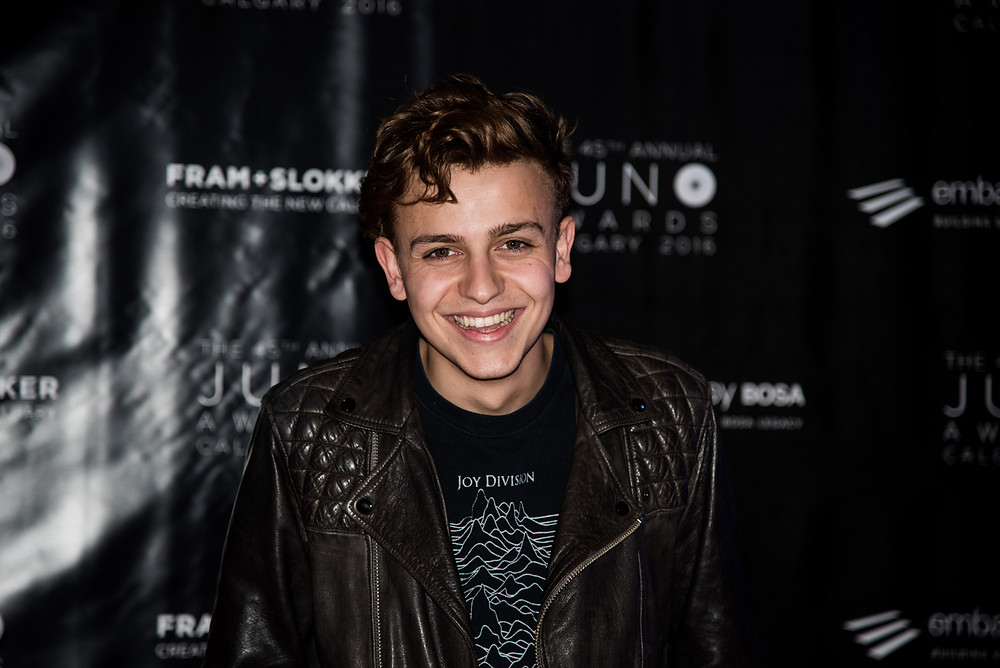"""SCOTT HELMAN, WHO AFTER POSING FOR THIS PHOTO TIED WITH SHAWN HOOK FOR """"MOST PHOTOGENIC""""."""