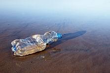 ビーチで使われていたプラスチックボトル