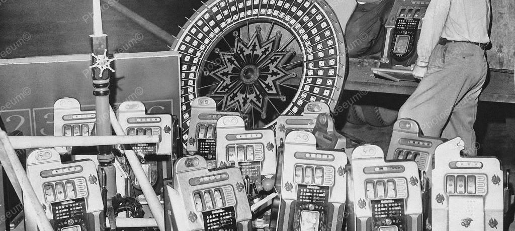A Big Haul Of 1940's Mills Slots