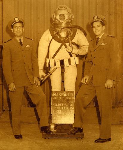 US-Navy-Jake-Diver-Mark-V-Photo.jpg