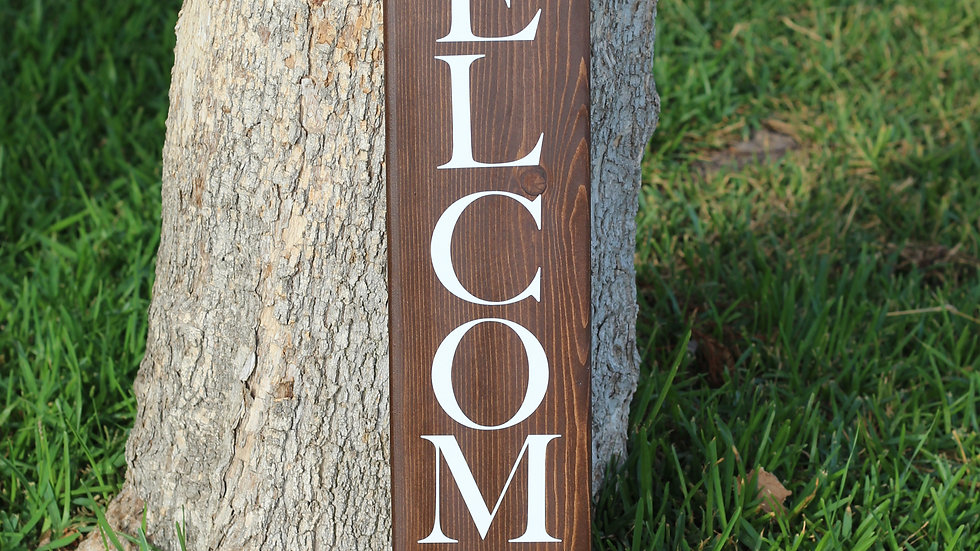 Hickory and White Welcome Sign