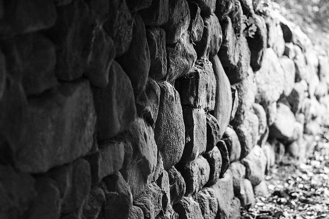 old-wall-1282238_1920.jpg