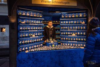 Cathedral of St Stephen Christmas Market (Kathedrale von St. Stephen Weihnachtsmarkt) - snow globes