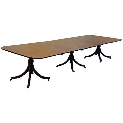 Fine 18th Century Georgian Triple Pedestal Mahogany Dining Table