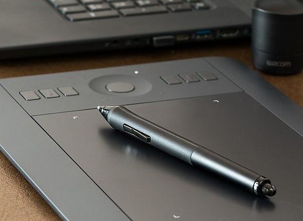 graphics-tablet-1964816_640.jpg