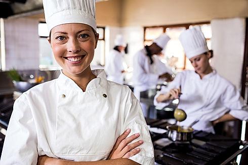 Gastronomie_Chef_iStock-1094918140.jpg