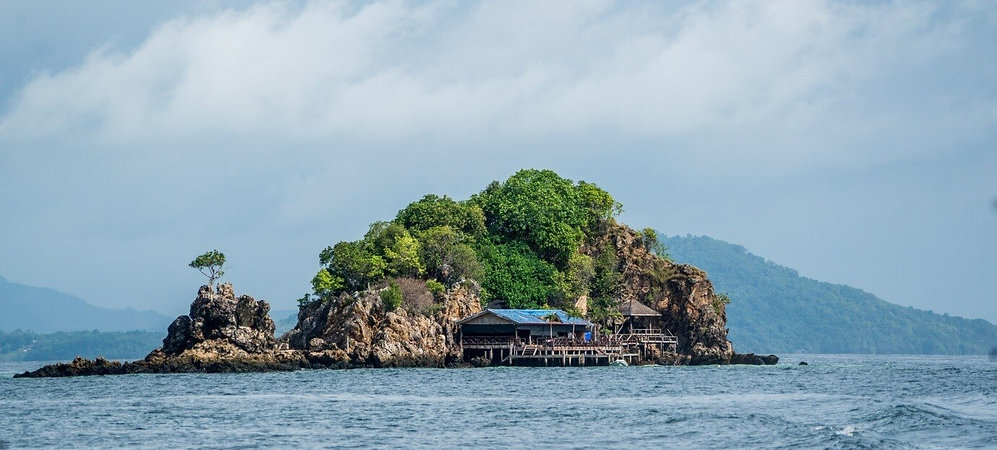 islandhop.jpg