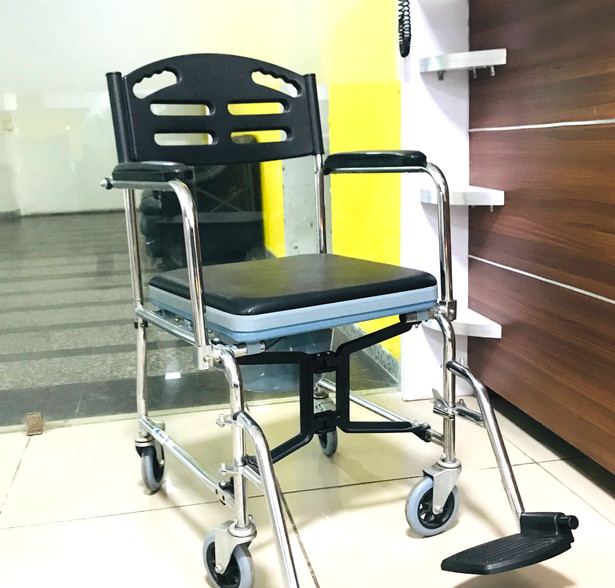 Light Weight Manual Wheelchair with Commode