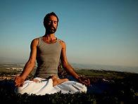 Homme de yoga méditation